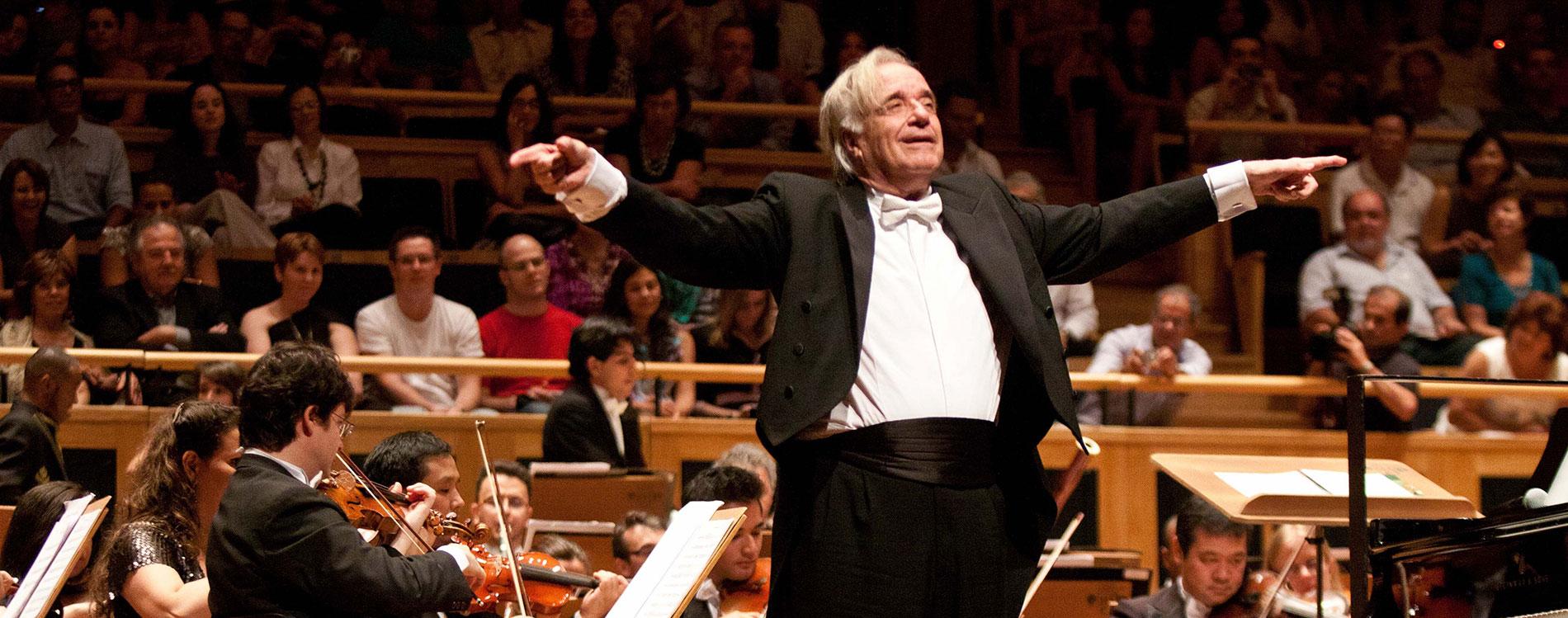 Prestes a completar 80 anos, maestro João Carlos Martins é exemplo