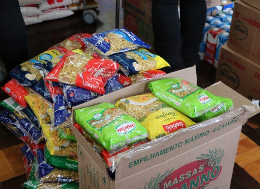 cestas de alimentos doadas por um shopping no Rio Grande do Sul