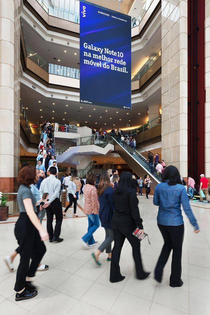 Eletromidia Elemidia nos shopping centers - Revista Shopping Centers