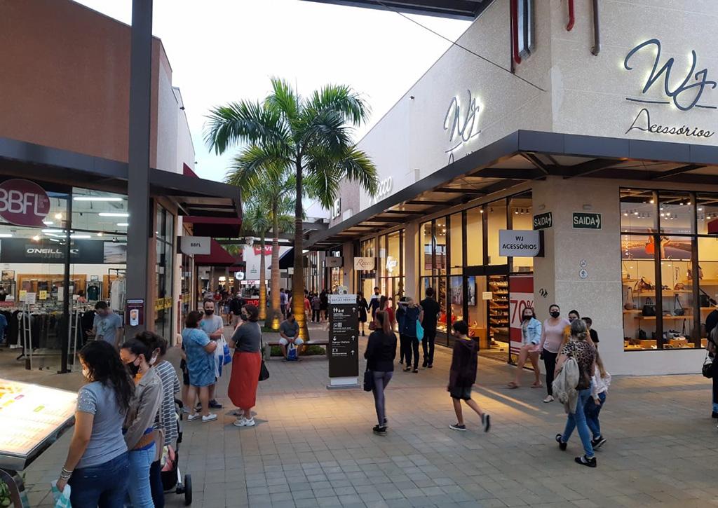 Movimento na retomada Porto Belo Outlet Premium - Revista Shopping Centers