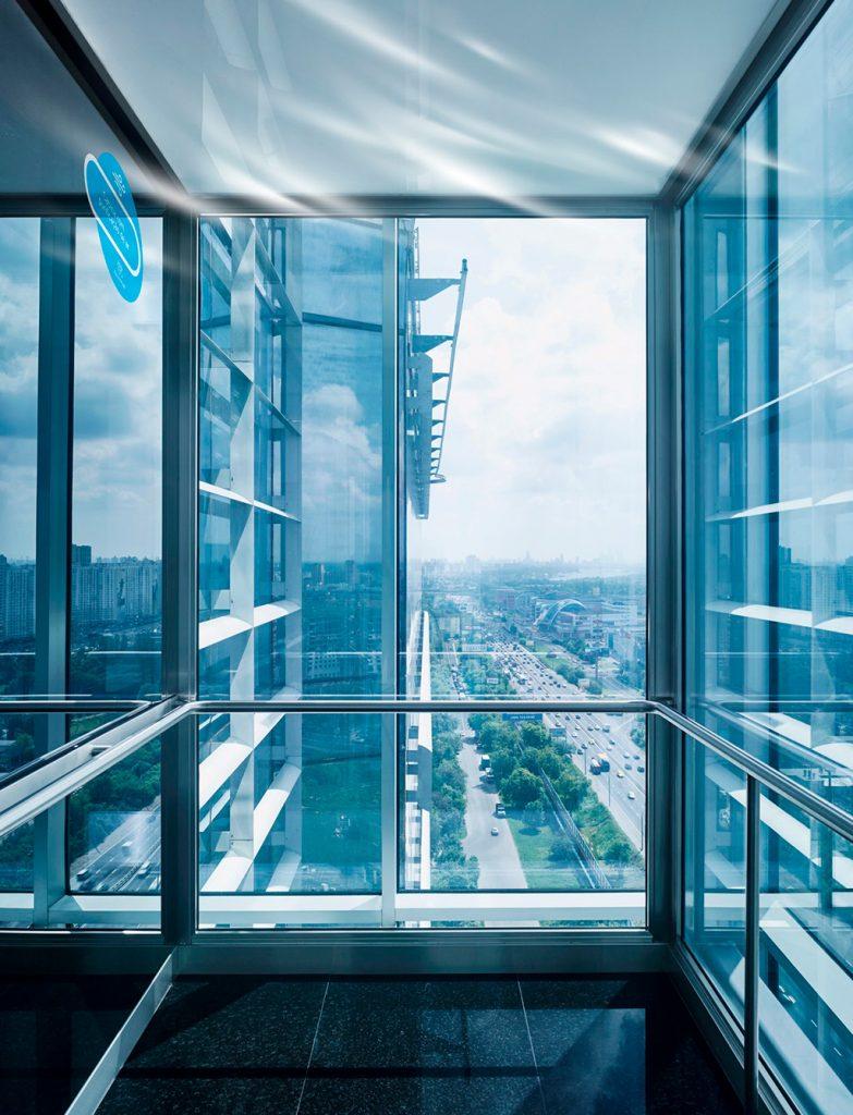 Cabine de elevador com esterilizador de ar thyssenkrupp elevadores - Revista Shopping Centers