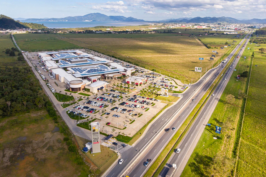 Porto Belo Outlet Shopping com placas fotovoltaicas - Revista Shopping Centers