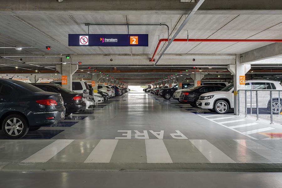 Estacionamento de shopping operado pela PareBem - Revista Shopping Centers